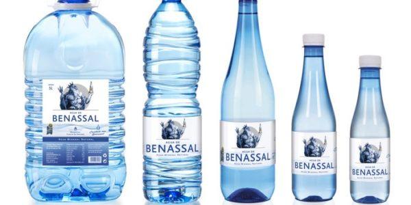 Un nuevo tapón mejora la apertura de las botellas de Agua de Benassal