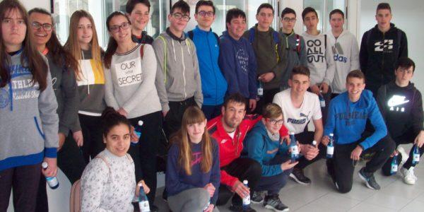 Agua de Benassal recibe la visita de los jóvenes del municipio