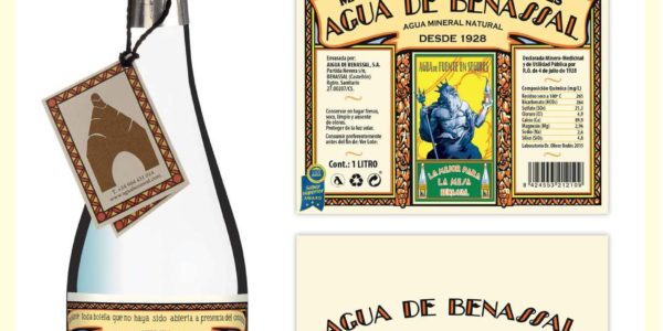 La botella clásica de Agua de Benassal se internacionaliza